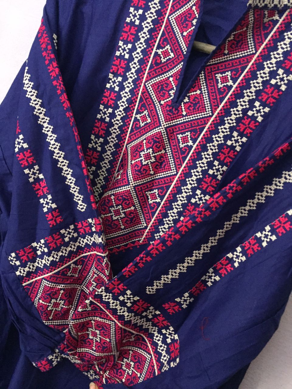 blue-embroidered-hirt